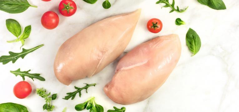 alimentos humanos que os caes podem comer peito de frangoi