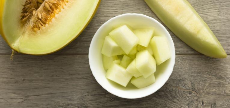 alimentos humanos que os gatos podem comer melao em cubos