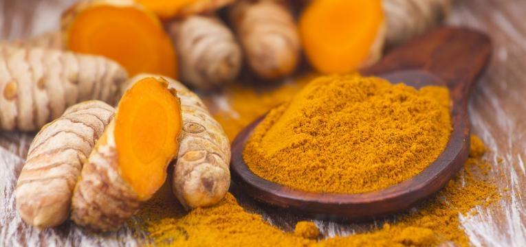 alimentos ricos em polifenois curcuma