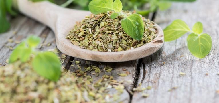 alimentos ricos em polifenois ervas aromaticas
