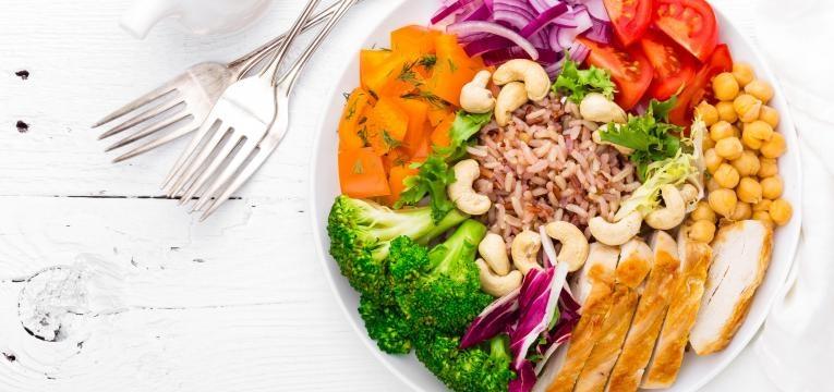 programa nacional para a promocao da alimentacao saudavel prato com comida saudavel