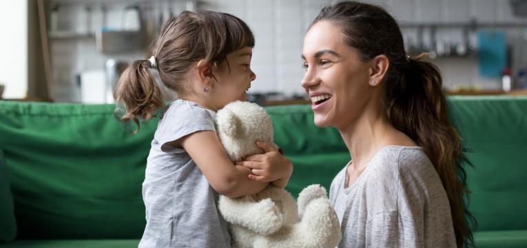 como apresentar um novo companheiro aos filhos mae a conversar com filha