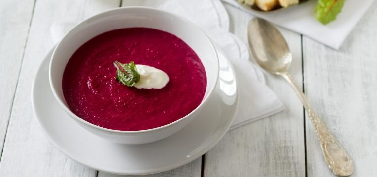 sopa de beterraba com maca