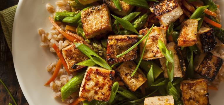como cozinhar tofu tofu com legumes salteados