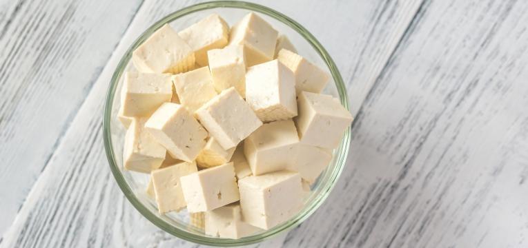 como cozinhar tofu cubos de tofu em tigela