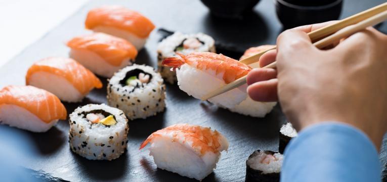 reduzir o apetite comer sushi