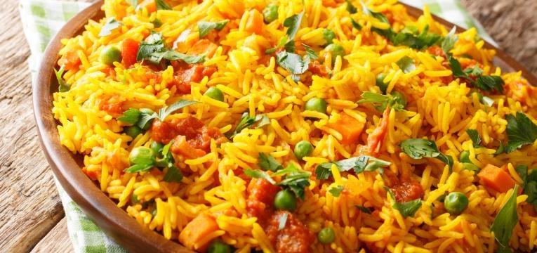 arroz de tomate e ervilhas