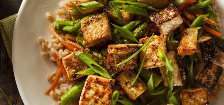 tofu com legumes salteados receitas com tofu