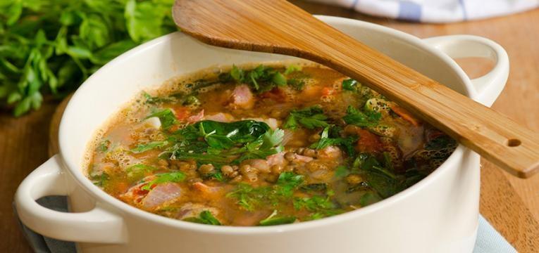 receitas saudáveis para grávidas: sopa de lentilhas com espinafres