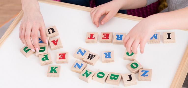 atraso no desenvolvimento da linguagem