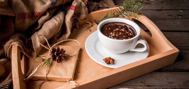 Receitas aconchegantes e saudáveis: chocolate quente
