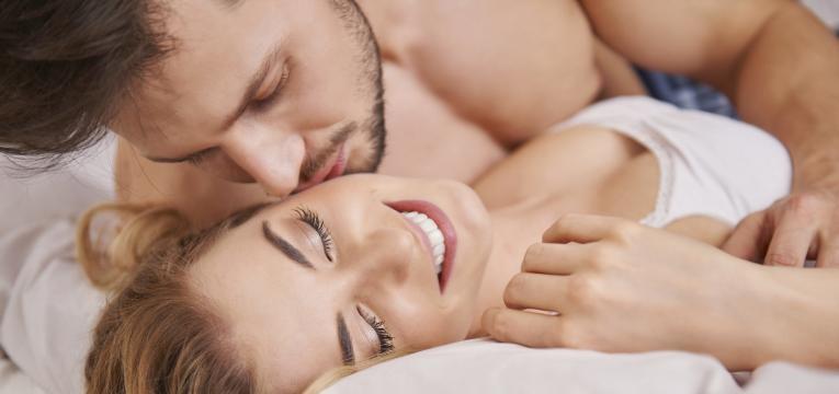 falta de apetite sexual casal feliz na cama