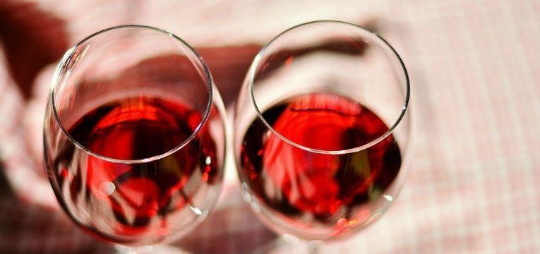 dois copo de vinho