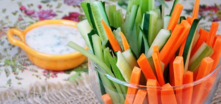 palitos de cenoura com molho