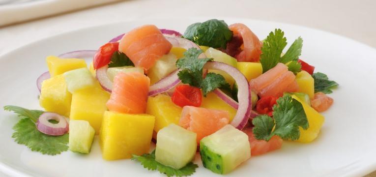 Ceviche de salmao com frutas