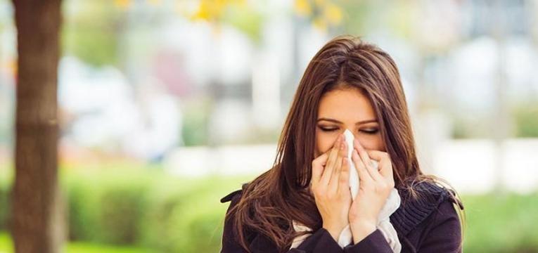 causas da dor de garganta e origem viral