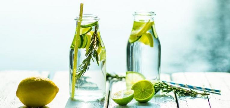 manter o corpo hidratado e reduzir gordura abdominal