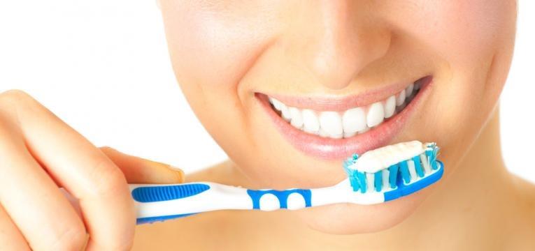 passar 100 vezes...a escova nos dentes
