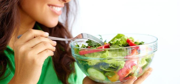 alimentacao saudavel com salada