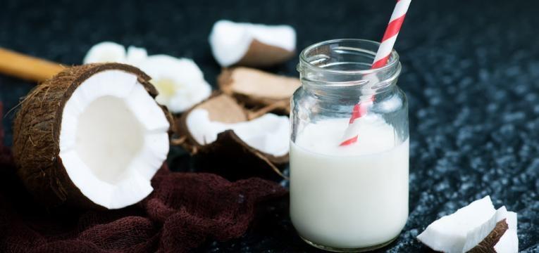Como fazer leite de coco com coco ralado