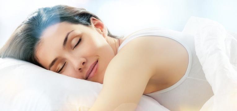 mulher a dormir bem