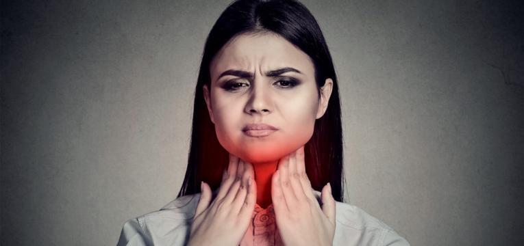 dor de garganta forte