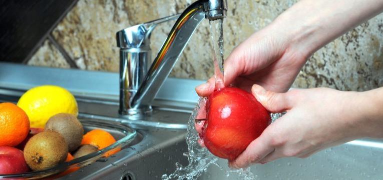 lavar fruta e legumes