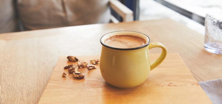 Chocolate quente saudavel com farinha de araruta