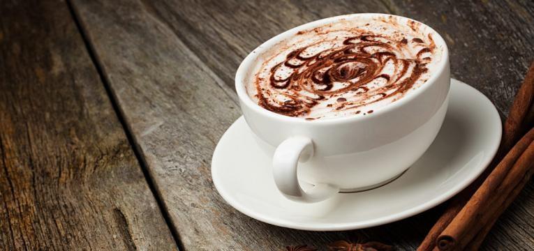 Chocolate quente saudavel com leite de coco
