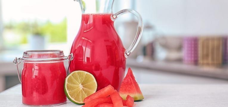 Sumo de melancia e lima
