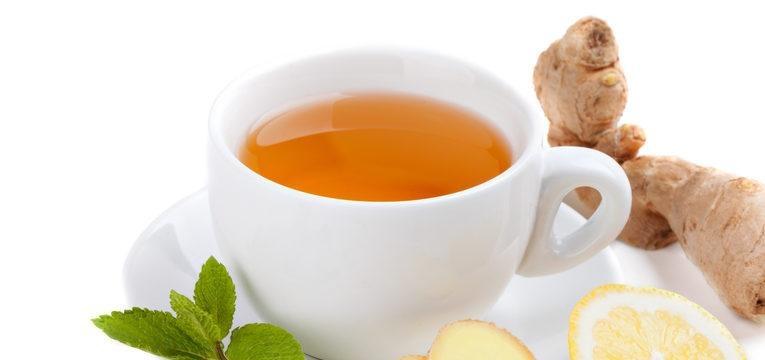 Agua aromatizada com laranja, gengibre e canela
