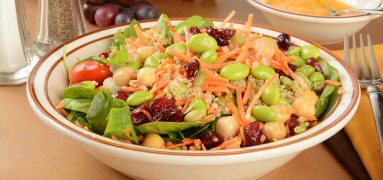 Salada de grao-de-bico simples