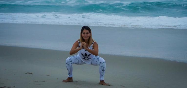 agachamento livre na praia