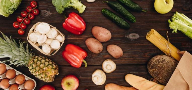 alimentos crus ou cozinhados