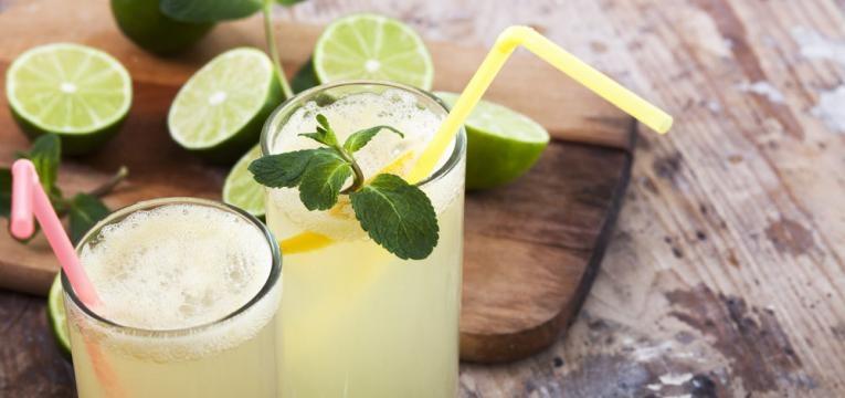 Limonada de lima e hortela