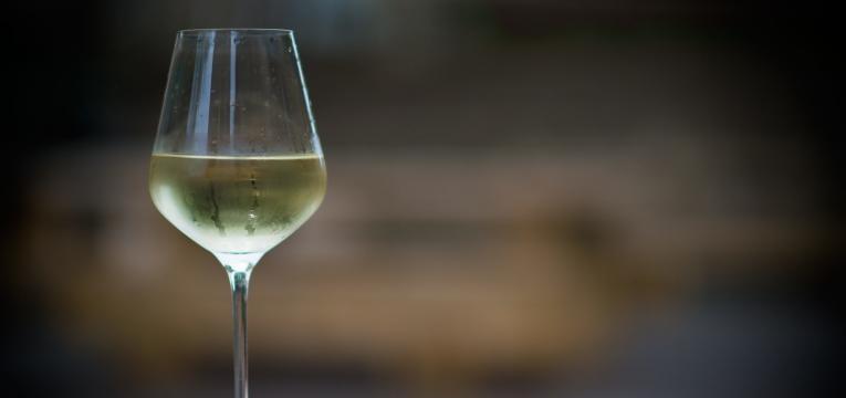 piores alimentos para o figado e vinho branco
