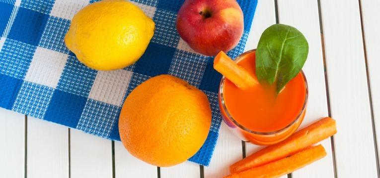 Sumo de espinafres com cenoura e laranja