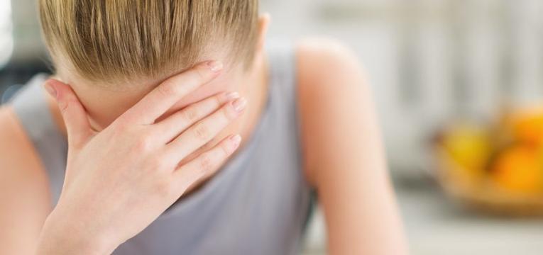 mulher com problemas de stress e ansiedade