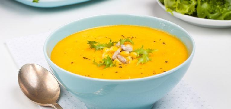 Sopa fria de milho e tomate amarelo