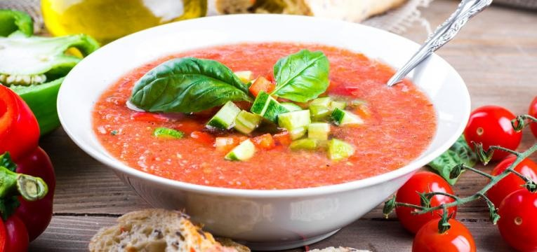 Gaspacho de tomates e morangos