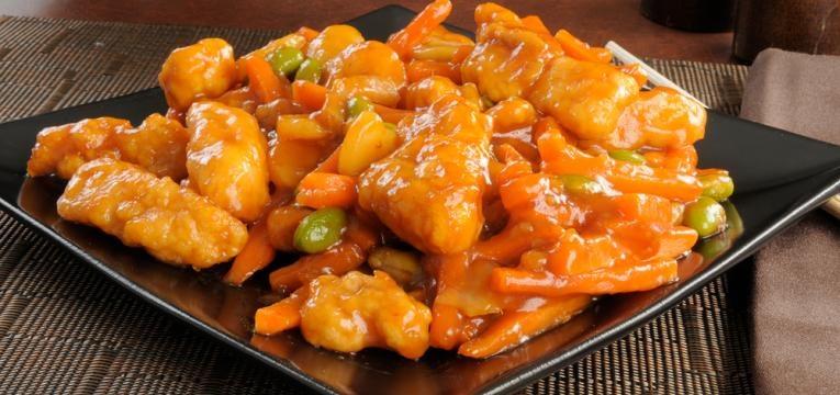 Filetes de frango com laranja, mel e especiarias