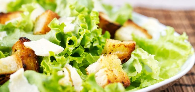 Salada Caesar vegetariana