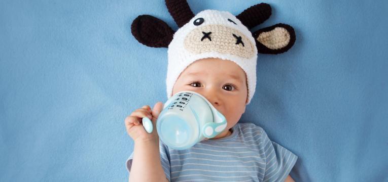 bebe a tomar o leite