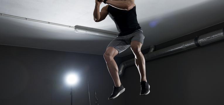 agachamento com salto exercícios para emagrecer as coxas