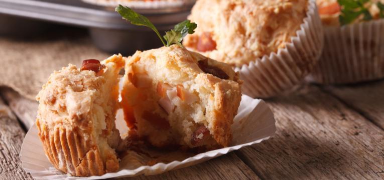 muffins salgados de frango e bacon