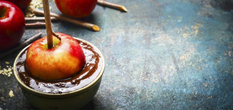 chocolate negro e maçã em sinergia alimentar