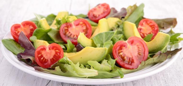 Jantares em 5 minutos e Salada de abacate, tomates e cebola