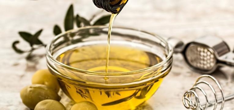 azeite como alimentos para manter a saúde do idoso