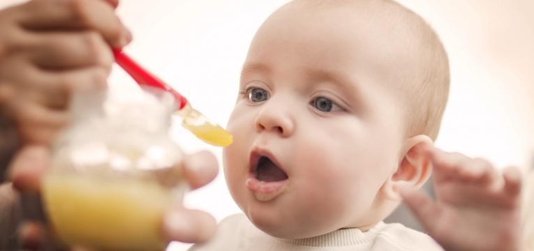 papas de cereais e alimentação do bebé por idade