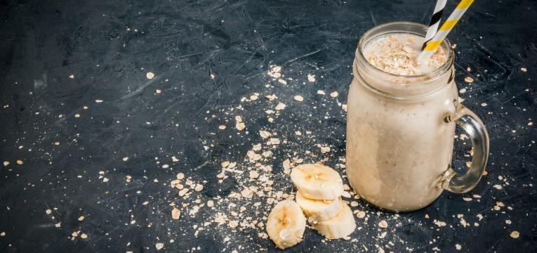 Batido proteico de aveia e banana